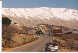 Cristo nació en Siria, Monte Hemon, rótulo y coche (FILEminimizer)
