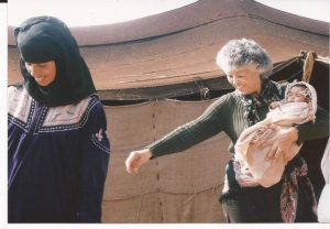 Nieve en el desierto, Tienda beduina con bebe (FILEminimizer)