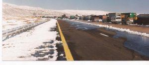 Nieve en el desierto, caravana en la ruta 1 (FILEminimizer)