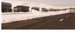 Nieve en el desierto, caravana en la ruta 2 (FILEminimizer)